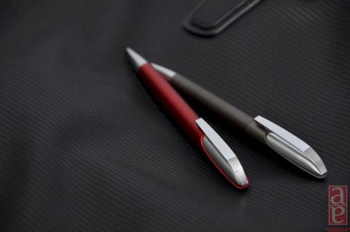 Ручка шариковая пластиковая Леон