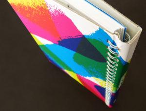 пружина книги закрита обкладинкою. Безпека при відкритті книг