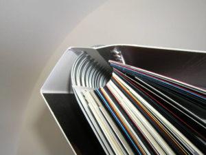 край пружини книги приховує обкладинка
